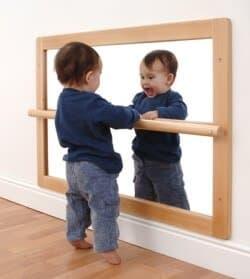 Ejercicios de estimulacion temprana para beb s de 1 a 12 meses for Espejo para mirar bebe auto