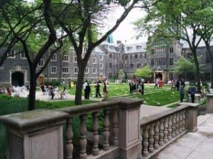 Universidad con maestría en administración de negocios